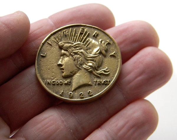 купить оригинальный подарок любителю комиксов монета дувликого