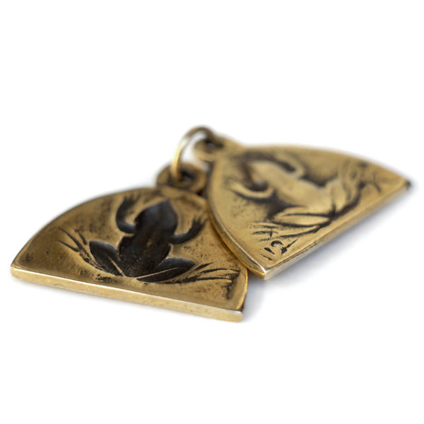 Купить денежный талисман лягушка - бронзовое украшение на шею