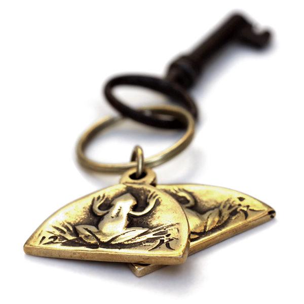 Купить бронзовый брелок лягушка для ключей