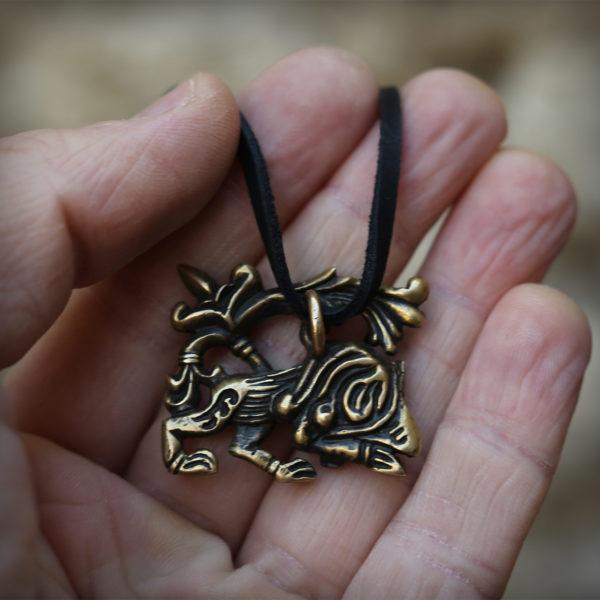 что привезти из крыма в подарок бронзовый кулон лев купить в симферополе