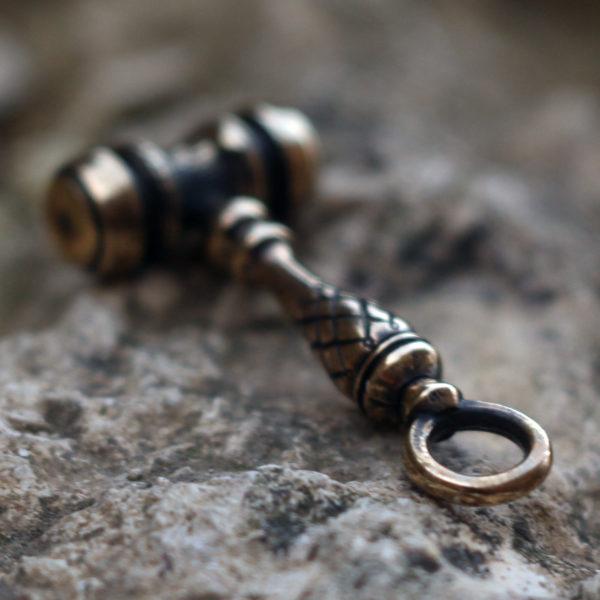 брелок бронзовый кулон купить в симферополе молоток судьи