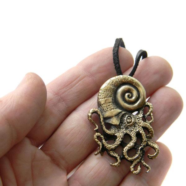 что привезти из крыма в подарок бронзовые украшения кулон спрут
