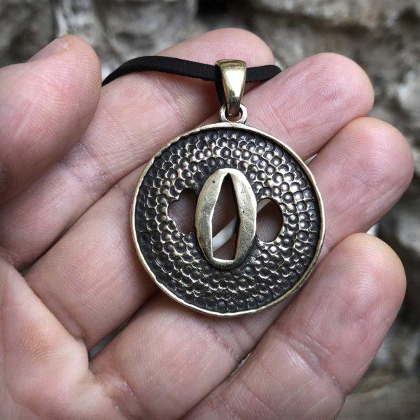 Цуба с сакурой бронзовый кулон что привезти из крыма в подарок