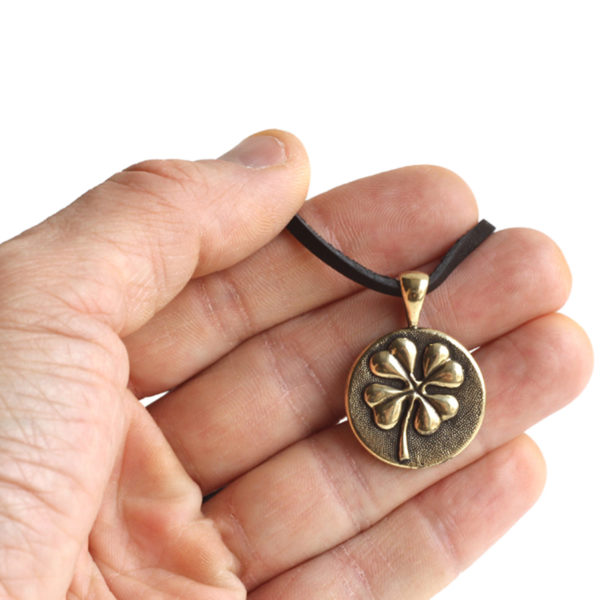 купить кулон-медальон трикветр в Симферополе в крыму оптом украшения бронзовые