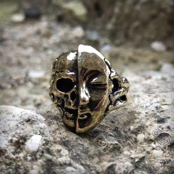 бронзовое кольцо с черепом