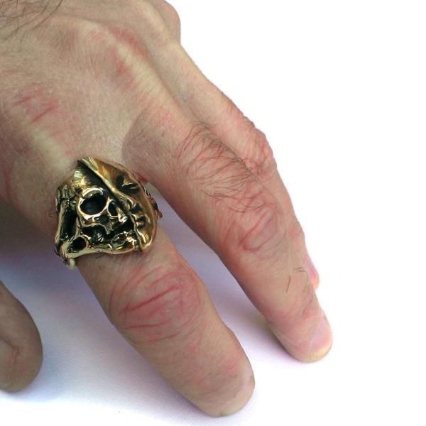 кольцо с черепом мужское