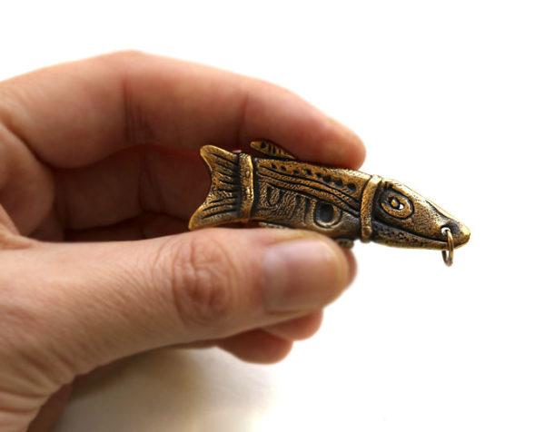 Авторское изделие из бронзы - подвеска в виде рыбки