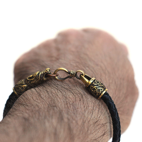 Купить черный тотемный браслет на руку мужской с бронзовыми головами волка