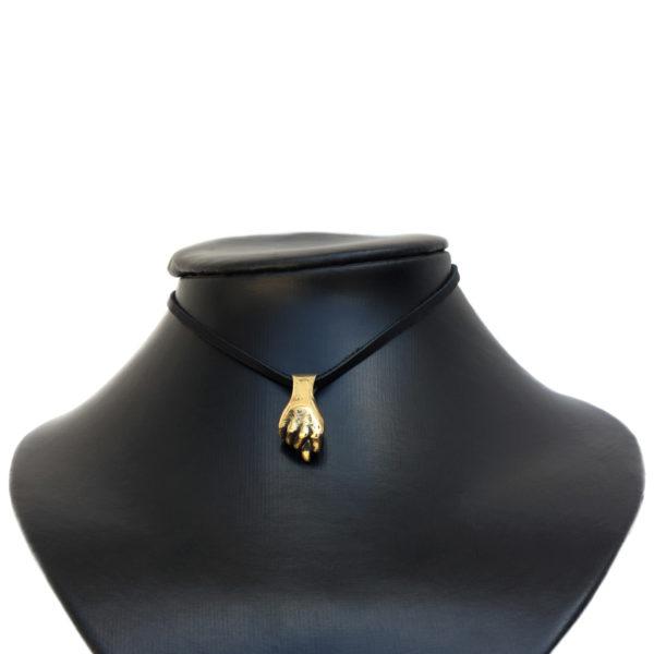 что привезти из крыма в подарок бронзовый кулон кукиш амулет шиш оберег купить в симферополе