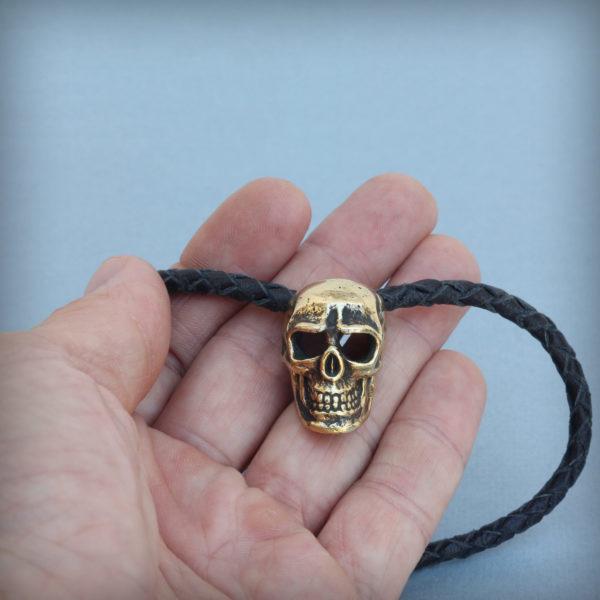 череп кулон с плетёным кожаным шнурком купить в симферополе в крыму оптом