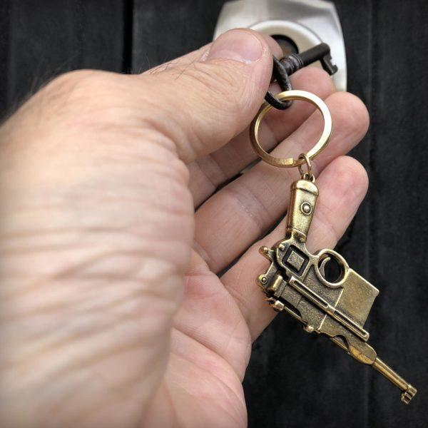 что привезти из крыма в подарок бронзовый брелок пистолет маузер купить в крыму